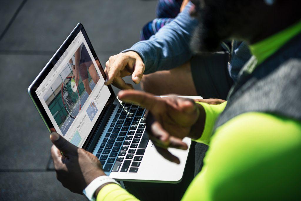 Een van de voordelen van zakelijk bloggen is dat je de blogberichten voor andere content kunt gebruiken