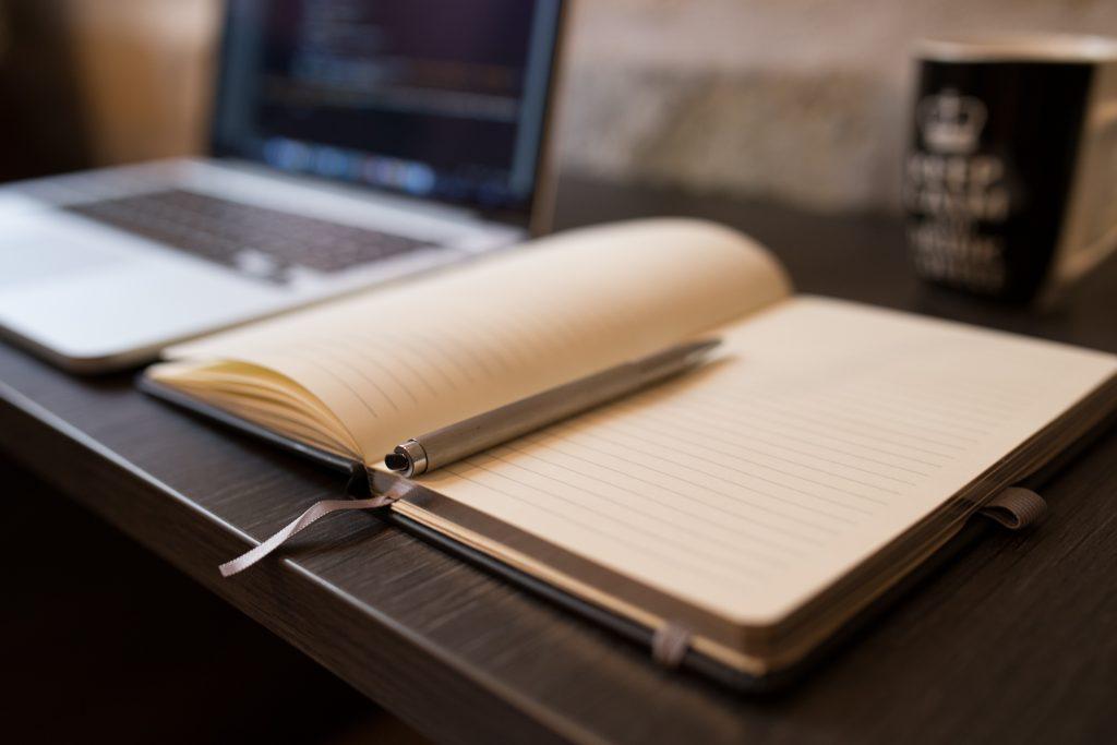 Neem notities om alles te leren over zakelijk bloggen